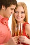 Το ευτυχές ζεύγος γιορτάζει Στοκ Εικόνα