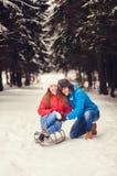 Το ευτυχές ζεύγος περνά ένα Σαββατοκύριακο διασκέδασης Στοκ φωτογραφία με δικαίωμα ελεύθερης χρήσης
