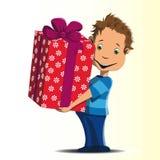 Το ευτυχές μικρό παιδί δίνει ένα μεγάλο δώρο Στοκ φωτογραφία με δικαίωμα ελεύθερης χρήσης