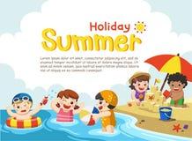 Το ευτυχές παιχνίδι παιδιών και κολυμπά στην παραλία απεικόνιση αποθεμάτων