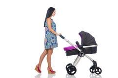 Το ευτυχές mom με το μωρό της στο καροτσάκι Στοκ Εικόνες