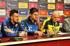 Το λεωφορείο και οι φορείς της εθνικής ομάδας ποδοσφαίρου της Ρουμανίας Στοκ φωτογραφία με δικαίωμα ελεύθερης χρήσης