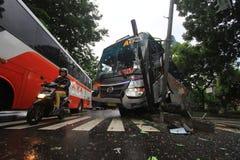 Το λεωφορείο τροχαίων ατυχημάτων χτύπησε το οδικό σημάδι Στοκ φωτογραφία με δικαίωμα ελεύθερης χρήσης