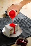 Το εύγευστο γλυκό στρώμα χρώματος ουράνιων τόξων αρτοποιείων επιδορπίων crepe τα WI κέικ Στοκ Φωτογραφίες
