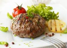 Εύγευστο ψημένο στη σχάρα κεφτές βόειου κρέατος Στοκ φωτογραφία με δικαίωμα ελεύθερης χρήσης