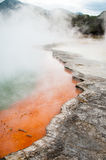 Το ελατήριο λιμνών CHAMPAGNE wai-ο-Tapu στη θερμική χώρα των θαυμάτων, Rotorua, Νέα Ζηλανδία Στοκ φωτογραφία με δικαίωμα ελεύθερης χρήσης