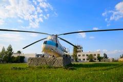 Το ελικόπτερο είναι ένα σύμβολο του αερολιμένα Uktus Στοκ φωτογραφία με δικαίωμα ελεύθερης χρήσης