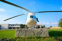 Το ελικόπτερο είναι ένα σύμβολο του αερολιμένα Uktus Στοκ Φωτογραφία