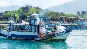 Το ελλιμενισμένο λιμάνι αλιείας Chenggong αλιευτικών σκαφών αφαιρεί το goo αλιείας Στοκ εικόνες με δικαίωμα ελεύθερης χρήσης