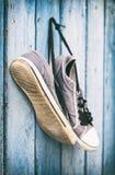 Το ζευγάρι παλαιού ύφασμα-που φοριέται επανδρώνει τα παπούτσια Στοκ εικόνες με δικαίωμα ελεύθερης χρήσης
