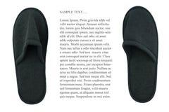 Το ζευγάρι των μαύρων εσωτερικών παντοφλών απομονώνει το υπόβαθρο Στοκ εικόνες με δικαίωμα ελεύθερης χρήσης