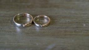 το ζευγάρι χτυπά το γάμο απόθεμα βίντεο