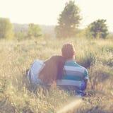 Το ζεύγος έχει τη ρομαντική ημερομηνία στοκ εικόνες