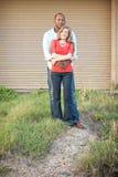 Το ζεύγος αγκαλιάζει Στοκ φωτογραφία με δικαίωμα ελεύθερης χρήσης