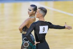 Το ζεύγος εκτελεί το λατινοαμερικάνικο πρόγραμμα νεολαία-2 για το διεθνές WR φλυτζάνι χορού WDSF Στοκ φωτογραφίες με δικαίωμα ελεύθερης χρήσης
