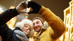 Το ζεύγος κάνει από την καρδιά χεριών Στοκ εικόνα με δικαίωμα ελεύθερης χρήσης