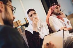 Το ζεύγος συμβουλεύεται στην υποδοχή οικογενειακών ψυχολόγων Στοκ Εικόνες