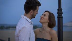 Το ζεύγος φέρνει μια ρομαντική σχέση με τον καιρό απόθεμα βίντεο