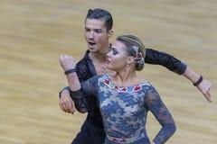 Το ζεύγος χορού της Ηλείας Shvaunov και της Anna Sneguir εκτελεί το λατινοαμερικάνικο πρόγραμμα νεολαία-2 για το διεθνές WR φλυτζ Στοκ Φωτογραφία