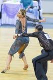Το ζεύγος χορού της Ηλείας Shvaunov και της Anna Sneguir εκτελεί το λατινοαμερικάνικο πρόγραμμα νεολαία-2 για το διεθνές WR φλυτζ Στοκ Εικόνες