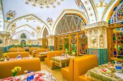 Το ζωηρόχρωμο εσωτερικό του εστιατορίου Baastan, Ισφαχάν, Ιράν στοκ εικόνες με δικαίωμα ελεύθερης χρήσης