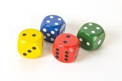 Το ζωηρόχρωμο τυχερό παιχνίδι τέσσερα χωρίζει σε τετράγωνα σε ένα άσπρο υπόβαθρο υποβάθρου στο ρ Στοκ Εικόνες