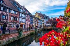 Το ζωηρόχρωμο χωριό της Colmar, Αλσατία στη Γαλλία Στοκ εικόνα με δικαίωμα ελεύθερης χρήσης