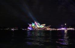 Το ζωηρό Σίδνεϊ είναι ένα ελεύθερο ετήσιο γεγονός των φω'των στοκ φωτογραφία