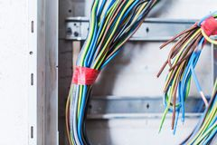Το ηλεκτρικό κιβώτιο ανεφοδιασμού βρωμίζει στοκ φωτογραφίες