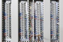 Το ηλεκτρονικό καλώδιο συνδέει τη ράβδο Στοκ φωτογραφίες με δικαίωμα ελεύθερης χρήσης