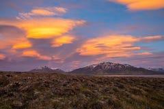 Το ηλιοβασίλεμα απεικονίζεται στα σύννεφα στοκ φωτογραφία με δικαίωμα ελεύθερης χρήσης