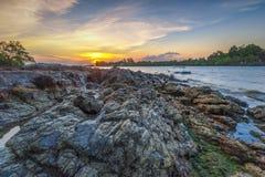 Το ηλιοβασίλεμα βράχου στις υπο--περιοχές sekupang στοκ φωτογραφίες με δικαίωμα ελεύθερης χρήσης