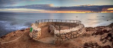 Το ηλιοβασίλεμα σε μια πέτρα αγνοεί ότι το κρατικό πάρκο όρμων κρυστάλλου απόψεων είναι Στοκ Εικόνες