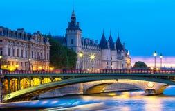 Το ηλιοβασίλεμα στο Παρίσι, γέφυρα Arcole και Conciergerie, Παρίσι Στοκ φωτογραφίες με δικαίωμα ελεύθερης χρήσης