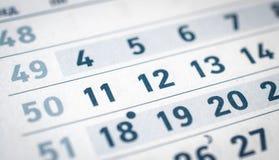 Το ημερολόγιο είναι στενό, δώδεκα, ένδεκα, δέκα τρεις μεταφράζουν: μήνας Δεκεμβρίου Στοκ Εικόνες
