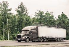 Το ημι φορτηγό στοκ φωτογραφίες με δικαίωμα ελεύθερης χρήσης
