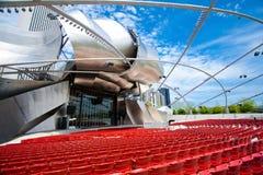 Το δημοφιλές περίπτερο του Jay Pritzker στο Millennium Park στο στο κέντρο της πόλης Σικάγο στοκ φωτογραφία με δικαίωμα ελεύθερης χρήσης