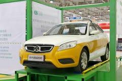 Το ηλεκτρικό ταξί eu200 εμπορικών σημάτων του Πεκίνου παίρνει δοκιμασμένο Στοκ φωτογραφία με δικαίωμα ελεύθερης χρήσης