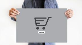 Το ηλεκτρονικό εμπόριο προσθέτει στο κάρρο που το σε απευθείας σύνδεση κατάστημα διαταγής αγοράζει τη σε απευθείας σύνδεση πληρωμ στοκ εικόνες