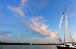 Το ηλιοβασίλεμα καλύπτει το πανί Στοκ Εικόνες