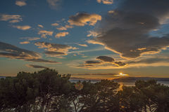 Το ηλιοβασίλεμα με το όμορφο φως Στοκ Φωτογραφία