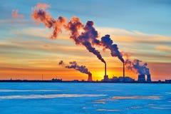 Το ηλιοβασίλεμα σταθμών ατμού εγκαταστάσεων θερμικής παραγωγής ενέργειας Στοκ Εικόνες