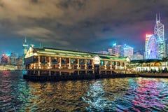 Το θαλάσσιο μουσείο Χονγκ Κονγκ παρέχει πολλά διαστήματα γεγονότος για τη μίσθωση Φωτισμένη φυσική δραματική άποψη νύχτας με τον  Στοκ Φωτογραφία