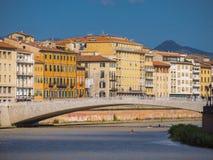 Το θαυμάσιο κέντρο πόλεων της Πίζας με τον ποταμό Arno στοκ εικόνα με δικαίωμα ελεύθερης χρήσης
