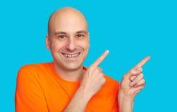 Το θετικό άτομο δείχνει τα δάχτυλά του στο διάστημα αντιγράφων Στοκ Φωτογραφία
