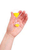 το θηλυκό χέρι γυαλιού κ&rho Στοκ φωτογραφίες με δικαίωμα ελεύθερης χρήσης