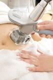 Το θηλυκό λαμβάνει την κενή επεξεργασία στην κλινική σωμάτων στοκ εικόνες