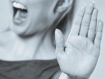 Το θηλυκό παρουσιάζει σημάδι στάσεων από το χέρι της Στοκ Εικόνες