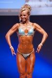 Το θηλυκό πρότυπο αριθμού παρουσιάζει καλύτερό της στο πρωτάθλημα στη σκηνή Στοκ φωτογραφία με δικαίωμα ελεύθερης χρήσης