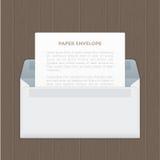 Το διάνυσμα άνοιξε το έγγραφο τυλίγει με την επιστολή στον ξύλινο πίνακα Στοκ φωτογραφία με δικαίωμα ελεύθερης χρήσης